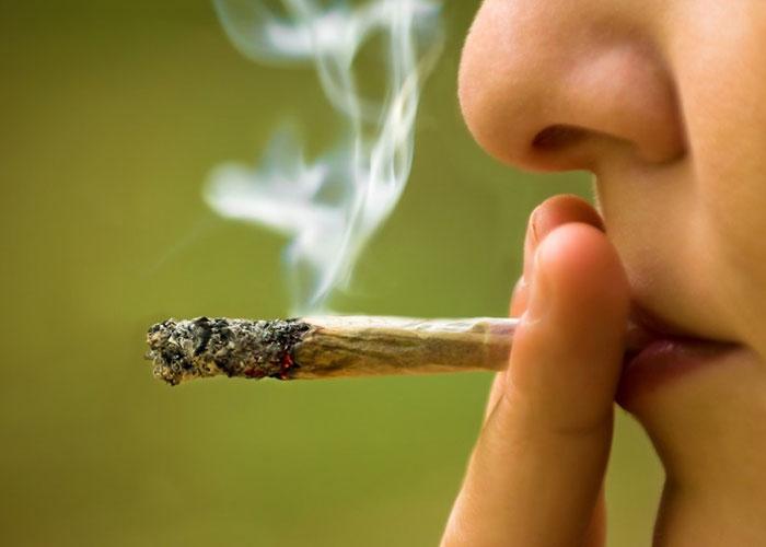 მოწევა იწვევს ასოციალურ მოქცევას
